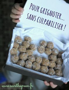 Coconut and lemon balls without cooking. A sweetness with almonds and lemon gluten-free, lactose-free, to nibble healthily, without feeling guilty ! Vegan Desserts, Raw Food Recipes, Sweet Recipes, Cooking Recipes, Healthy Recipes, Good Food, Yummy Food, Lactose Free, Gluten Free