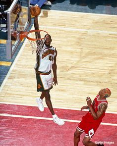 Shawn Kemp - ohh there was a time when the Reign Man was THE thing to watch. Basketball Memes, Basketball Legends, Sports Basketball, Basketball Jersey, College Basketball, Basketball Players, Inside The Nba, Larry Johnson, Nfl