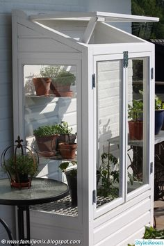 How to make the small greenhouse? There are some tempting seven basic steps to make the small greenhouse to beautify your garden. Diy Greenhouse, Garden Room, House, Greenhouse Plans, Greenhouse Interiors, Outdoor Space, Cold Frame, Cottage Garden, Back Gardens
