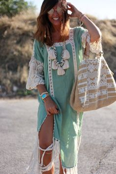 Fantastic boho dresses are offered on our site. Read more and you wont be sorry you did. Bohemian Style Clothing, Bohemian Mode, Boho Chic, Boho Style, Shabby Chic, Moda Hippie, Bohemian Schick, Estilo Hippie, 50s Dresses