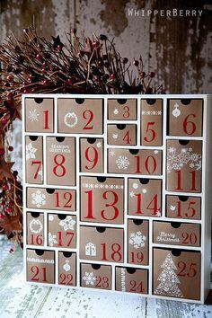 Adoramos essa ideia de gavetinhas para o Calendário de Advento.