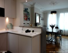 Une cuisine biscornue et désuète se métamorphose en un espace au design épuré.