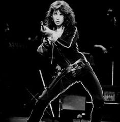 "Kate Bush performing 'James And The Cold Gun' during the ""Tour Of Life"", 1979 Rock Roll, Pop Punk, Hounds Of Love, Women Of Rock, Female Singers, Record Producer, Music Artists, 70s Artists, Wonder Woman"