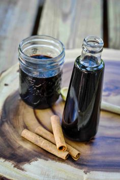 This easy Instant Pot elderberry syrup is much faster to make than the stovetop version, but with all the immune-boosting benefits! #elderberrysyrup #instantpot #remedies #elderberry Holistic Remedies, Cold Remedies, Natural Home Remedies, Herbal Remedies, Health Remedies, Elderberry Honey, Elderberry Recipes, Instant Pot, Real Food Recipes