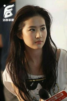 Liu Yifei Crystal