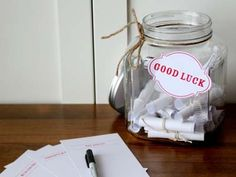 Here are some great tips for those hosting #Grad #parties soon! Each guest writes graduation good luck notes to the graduate!