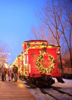 Great places to see holiday lights in Michigan, including Christmas at Crossroads Holiday Magic, Flint: http://www.midwestliving.com/travel/30-great-places-to-see-holiday-lights/?page=1