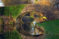 z- Walkway Under Neath Canal Bridge, Wales Natural Mirrors, Cool Pictures, Cool Photos, Covered Bridges, Beautiful Images, Beautiful Scenery, Beautiful Things, The Great Outdoors, Amazing Photography