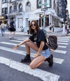 Looks Street Style, Model Street Style, Instagram Pose, Instagram Fashion, Casual Outfits, Cute Outfits, Fashion Outfits, Photography Poses, Fashion Photography
