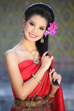 Hairstyle for a traditional Thai look.