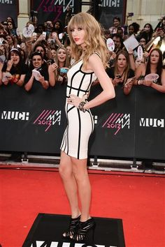 By Jessica WedemeyerWe're counting down the 20 best red carpet looks of summer 2013. Who was the best-dressed celeb so far this summer? Keep clicking to find out! RELATED: Hollywood's best blondesNo. 20: Taylor SwiftThe usually sugary sweet singer showed off her edgy side in a skintight Herve Leger LWD at the 2013 MuchMusic Video Awards in Toronto on June 16.