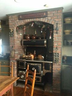 old stove-- Looks a lot like a Finnley Oval from Canada. Wood Stove Cooking, Kitchen Stove, Kitchen Appliances, Rustic Cabin Kitchens, Rustic Kitchen, Log Cabin Living, Old Stove, Enchanted Wood, Antique Stove