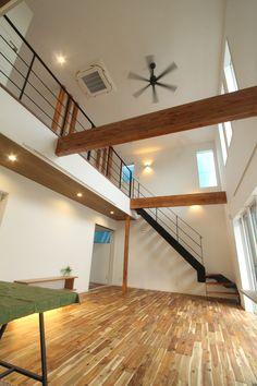 #吹き抜けリビング #シーリングファン #鉄骨階段 #室内梁 Casa Loft, Loft House, My House, Interior Architecture, Interior Design, Architect House, My Room, Home Goods, Life Hacks