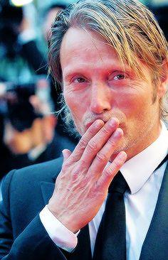 Mads Mikkelsen blowing kisses<3