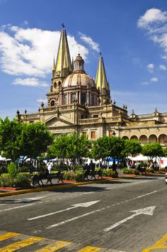 Bella e imponente, así luce la Catedral de #Guadalajara, ¡visítala! http://www.bestday.com.mx/Guadalajara/ReservaHoteles/