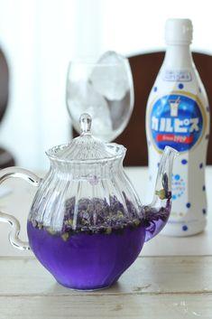 マロウブルーでセパレートティーをいれてみよう! – GardenStory (ガーデンストーリー) Party Drinks, Cocktails, Healthy Plate, Yams, Brewing, Tea Pots, Picnic, Food And Drink, Herbs
