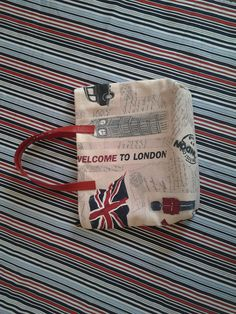 "handbag in tessuto stampa ""London"" con piccoli manici in pelle http://elbichofeo.blogspot.com"