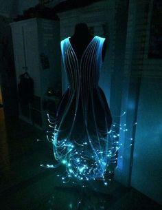 Платье из оптического волокна