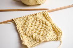 Comment tricoter un panneau avec une tresse simulée. Avec ce motif de tresses…
