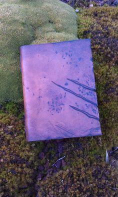 grimoire journal vierge GN chasseur de monstres brun / blank journal LARP brown Gn, Larp, Journal, Stone, Outdoor Decor, Etsy, Home Decor, Monster Hunter, Monsters