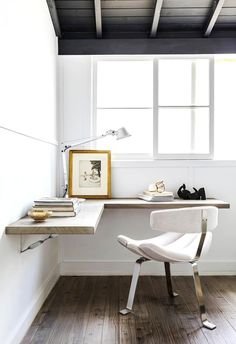 Browse pictures of home office design. Here are our favorite home office ideas that let you work from home. Shared them so you can learn how to work. Home Office Space, Home Office Desks, Home Office Furniture, Small Office, Bar Furniture, Cheap Furniture, Office Workspace, Corner Office Desk, Computer Desk In Bedroom