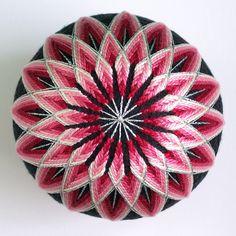 red-pink-white flower | Flickr: Intercambio de fotos