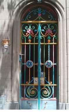 Puerta edificio Barrio de Belgrano. Buenos Aires, Argentina