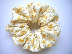黄色いお花柄のシュシュ直径約10センチ|ハンドメイド、手作り、手仕事品の通販・販売・購入ならCreema。