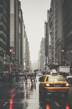 New York is beautiful in the rain. NYC New York City Rain Photography, Street Photography, Landscape Photography, New York Photography, Cityscape Photography, Photographie New York, City Vibe, City Aesthetic, Photos Voyages