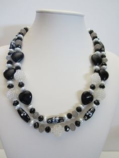 Black and White Statement Necklace, Artisan Jewelry, Fall Wedding, Country Wedding, Classic Necklace Holiday Jewelry, Fall Jewelry, Jewelry Ideas, Rustic Wedding Jewelry, Fall Wedding, Wedding Country, White Statement Necklaces, Acrylic Beads, Artisan Jewelry