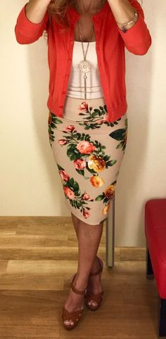 I LOVE THIS OUTFIT! This pencil skirt is gorgeous!