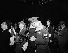Arthur (Weegee) Fellig (1899-1968). Penn Station, 1948. Museum of the City of New York. X2012.4.10720.14