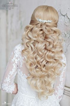 Elegant wedding hairstyle; Featured: Websalon Weddings