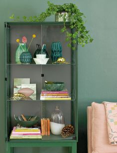 Looking for green living room ideas? try this easy-on the eye green living room ideas. From dark forest green walls to a chartreuse sofa. Living Room Green, Living Room Sofa, Living Room Interior, Living Room Decor, Dining Rooms, Japanese Style Bed, Decoration Vitrine, Sofa Deals, Best Leather Sofa