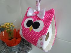 Porta papel higienico de coruja Owl Sewing, Sewing Crafts, Sewing Projects, Projects To Try, Owl Bathroom, Bathroom Crafts, Cute Crafts, Diy Crafts, Pink Bathroom Accessories