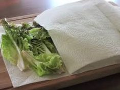 Keep lettuce in a bag with a paper towel to absorb excess moisture, and close it airtight. Then stick it in the fridge to keep the greens from drying out. Pasta, Kitchen Hacks, Cooking Tips, Helpful Hints, Towel, Dairy, Veggies, Fresh, Food