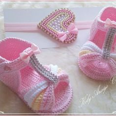 Crochet ideas that you'll love Crochet Baby Sandals, Crochet Socks, Baby Girl Crochet, Crochet Baby Clothes, Baby Booties Knitting Pattern, Baby Shoes Pattern, Baby Knitting Patterns, Baby Patterns, Crochet Baby Costumes
