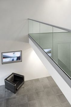 glass balustrade fixing for window seat - Panissue Share Glass Balustrade, Glass Railing, Garde Corps Aluminium, Glass Balcony, Medical Office Design, Steel Railing, Barn Renovation, Glass Floor, Railing Design