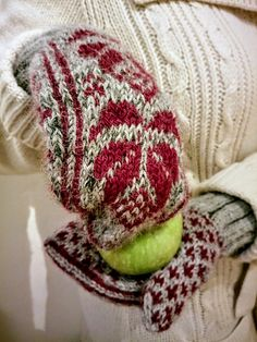 In 2014 I took some photos strolling in a Christmas marked in Vilnius. This resulted into two pairs of mittens, L male and S female/child. Later I added a male pattern with different cuff, e.g. La...