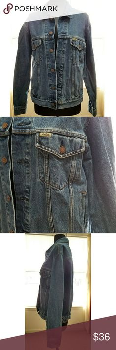 """Levi's Jean Jacket Small Trucker Great condition  Chest 21"""" Sleeves 23"""" Length shoulder to hem 23""""  My home is smoke free and pet free.  I consider all offers.  Check out the other items in my closet to bundle for a discount.  HAPPY Poshing! 😀 Levi's Jackets & Coats Jean Jackets"""