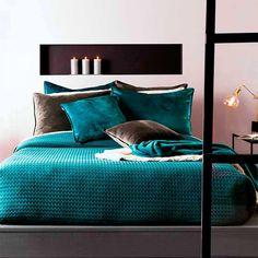 Cozy Bedroom, Bedroom Sets, Master Bedroom, Bedroom Decor, Bedrooms, Bedroom Color Schemes, Bedroom Colors, Peacock Color Scheme, Peacock Blue Bedroom