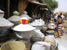 En el Pequeño Mercado de Niamey, la capital de Níger, los precios de los cereales como el mijo, el maíz o el sorgo han subido hasta un 50 por ciento respecto al año pasado. Foto / Susana Hidalgo