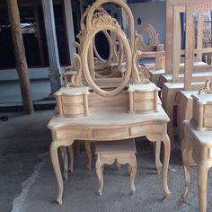 meja rias ukir kartini jati jepara Rococo Furniture, Unique Furniture, Home Decor Furniture, Dollhouse Furniture, Shabby Chic Furniture, Dining Furniture, Furniture Design, Dressing Table Design, Wood Shop Projects