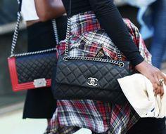 Le sac Chanel, le meilleur allié de la chemise à carreaux !