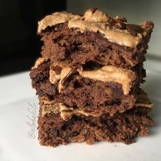 Chocolate Peanut Butter Protein Brownies with a Caramel Turtle Frosting.... Yeah. They happened. 10P / 10F / 23C per brownie and they're HUGE not to mention FUDGEY and macro friendly and did I mention FUDGEEEE. If you make them without the frosting there's less than 5g of fat per serving which basically means you can eat the whole pan of brownies like nothing. So I mean that's cool. #NotASuggestionYouShouldTakeLightly #BrownieConsumptionIsSeriousFam I just got back from Nationals in Salt ...