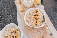 Miluješ rýchle sladké raňajky, ktoré sú navyše zdravé? Potom je táto ovsená kaša v kombinácii so sladkým banánom a exotickým kokosom pre teba. Sweet Recipes, Healthy Recipes, Fodmap, Oatmeal, Brunch, Food And Drink, Detox, Cooking, Breakfast