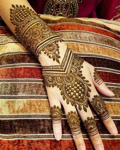 Gorgeous Indian mehndi designs for hands this wedding season - TAttoos/Hena - Henna Designs Hand Indian Henna Designs, Back Hand Mehndi Designs, Latest Bridal Mehndi Designs, Henna Art Designs, Mehndi Designs 2018, Mehndi Designs For Girls, Mehndi Design Photos, Unique Mehndi Designs, Wedding Mehndi Designs
