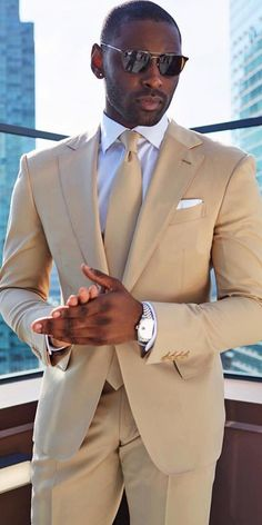 Wedding Dress Code: From Formal To Smart Casual Do you need a wedding dress code? Check for wedding dress etiquette to pop your looks from casual to formal and even cocktail wedding attire! Sharp Dressed Man, Well Dressed Men, Wedding Dress Etiquette, Wedding Attire, Casual Wedding, Terno Slim Fit, Designer Suits For Men, Suit Fashion, Black Mens Fashion Suits