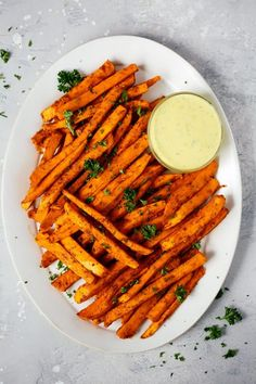 Spicy Baked Sweet Potato Fries Spicy Baked Sweet Potato Fries - Ready to make delicious, and HEALTHY fries? These Spicy Baked Sweet Potato Fries recipe is SO GOOD that will make you lick your fingers. Healthy Side Dishes, Vegetable Side Dishes, Side Dish Recipes, Healthy Dinner Recipes, Vegetarian Recipes, Vegetable Recipes, Delicious Recipes, Vegan Vegetarian, Healthy Fries