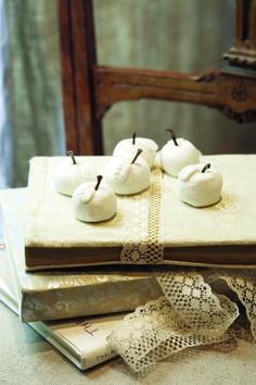 Περιοδικό Έτσι Απλά   Μύθοι από πορσελάνη - cold porcelain Cold Porcelain, Projects To Try, Pottery, Apples, Diy, Crafts, Ceramica, Manualidades, Bricolage